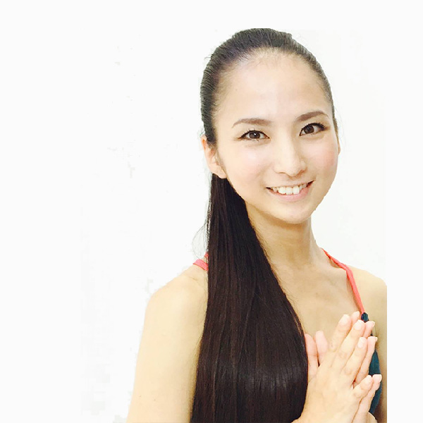 ヨガインストラクター:芥川舞子